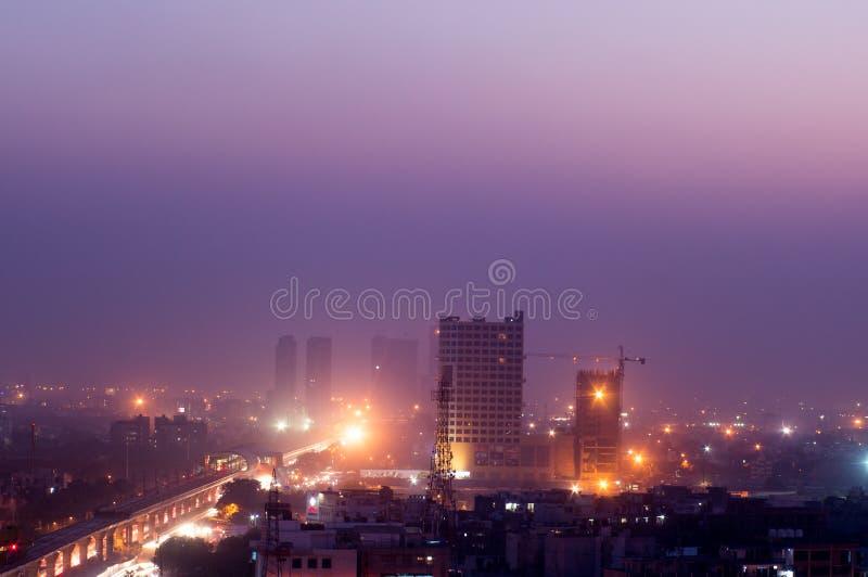 Byggnader på skymning i Noida Indien fotografering för bildbyråer