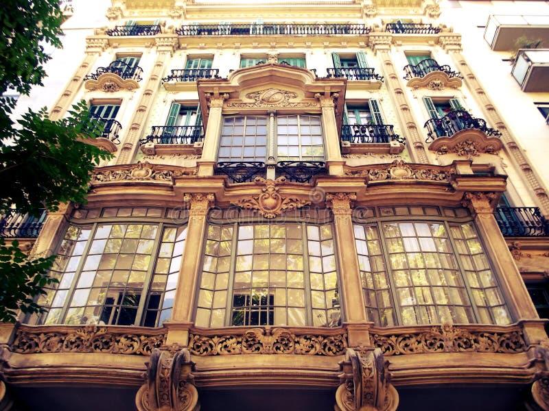 Byggnader som gör gatorna mer härlig royaltyfri foto