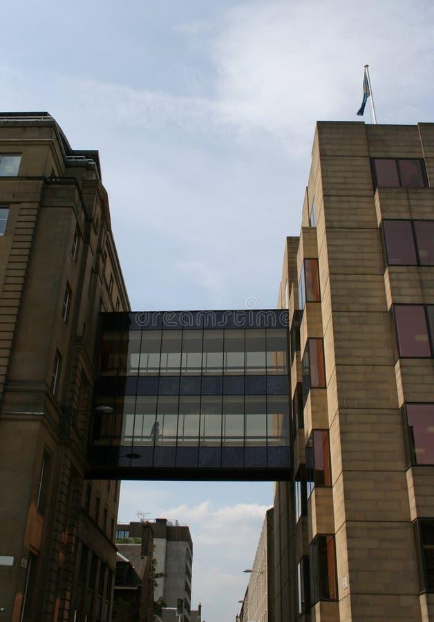 byggnader som länkar ihop kontorswalkwayen arkivfoto