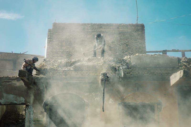byggnader under rivning runt om den gamla staden arkivfoto
