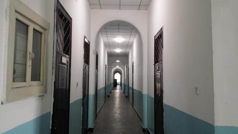 Byggnaderna som lämnas av Japan invasion av nordostliga Kina i 30-tal, är nu kontorsbyggnaderna av det Qiqihar universitetet arkivfoto