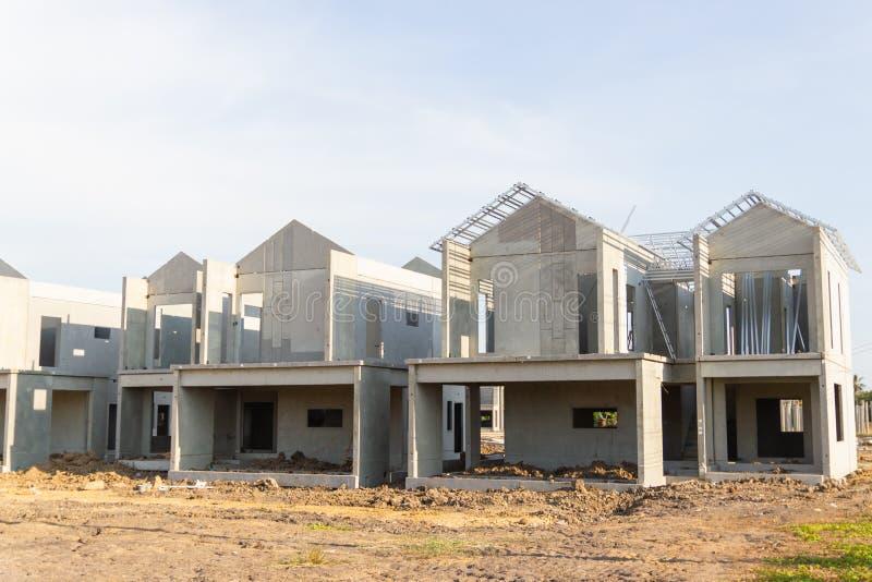Byggnads- och konstruktionsplats av det nya hemmet royaltyfri fotografi