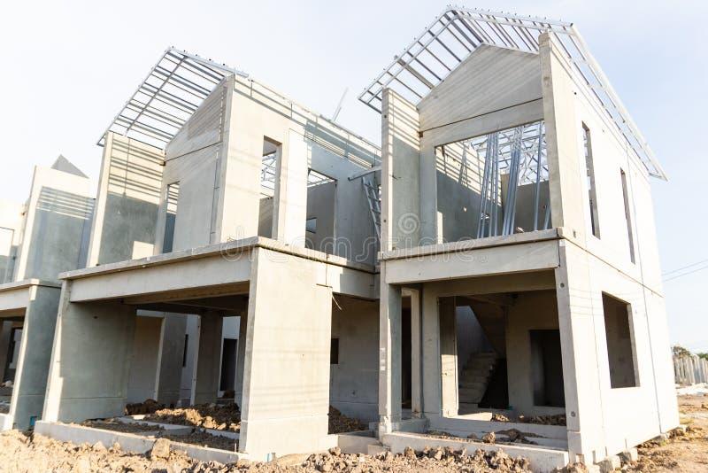 Byggnads- och konstruktionsplats av det nya hemmet arkivfoto