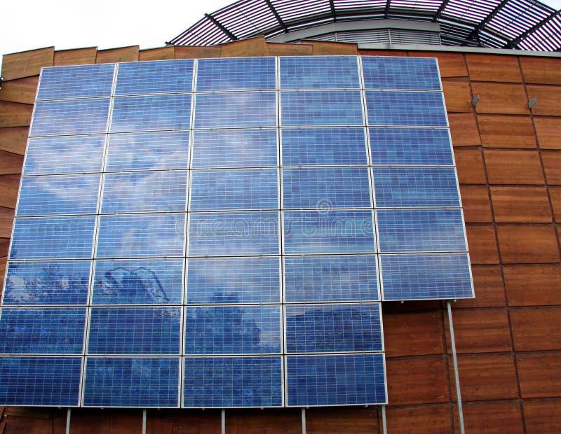 Download Byggnadsaffären Panels Sol- Fotografering för Bildbyråer - Bild av miljö, affär: 277135