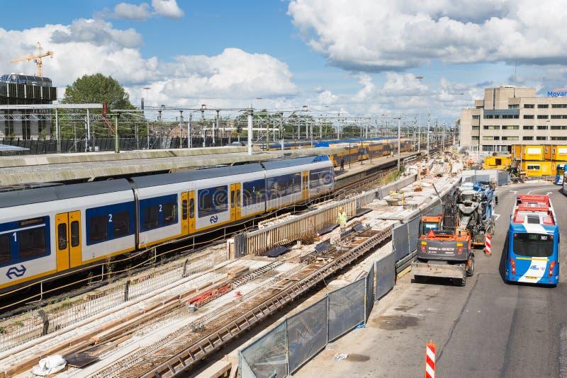 Byggnadsaktiviteter på den nya centralstationen av Utrecht, Nederländerna royaltyfria bilder