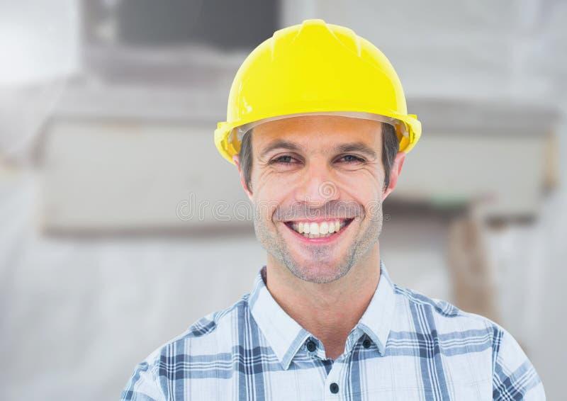 Byggnadsarbetare framme av konstruktionsplatsen royaltyfri bild