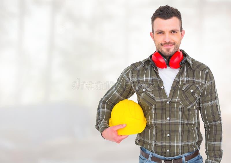 Byggnadsarbetare framme av skogsbrukkonstruktionsplatsen royaltyfri foto