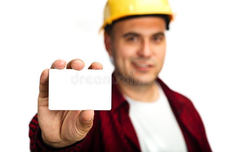 Byggnadsarbetare med affärskortet royaltyfri fotografi