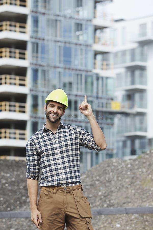 Byggnadsarbetare med en idé royaltyfri bild