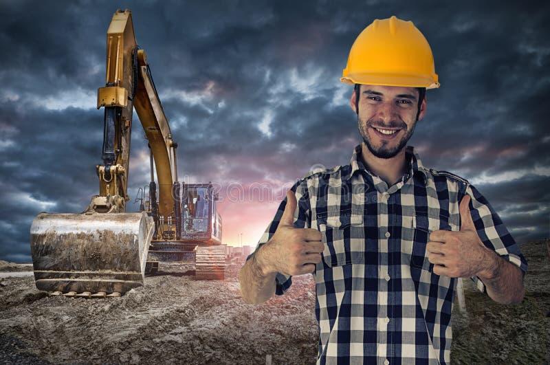 Byggnadsarbetare som ger tecknet för två tummar-upp royaltyfria foton
