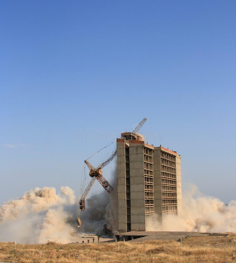 byggnadsexplosion fotografering för bildbyråer