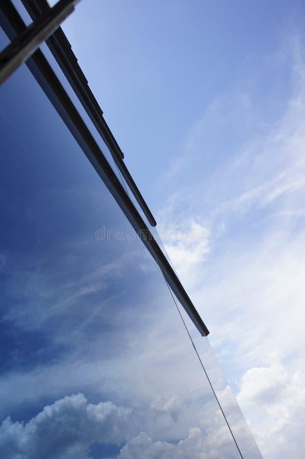 Byggnadsexponeringsglasbakgrund arkivfoton