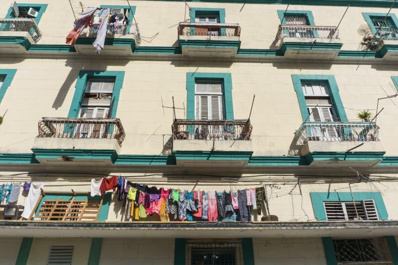 Byggnadsfasad från Lahavannacigarren, Kuba royaltyfri foto