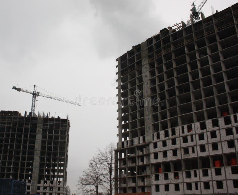 Byggnadskonstruktionsplats i stad royaltyfri bild