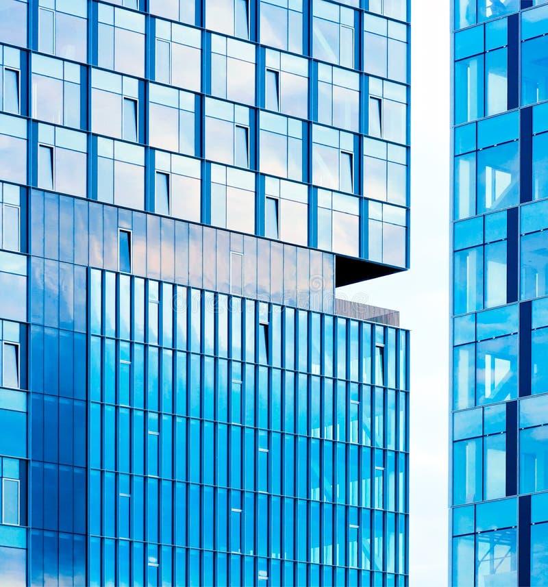 byggnadskontorsfönster royaltyfri bild