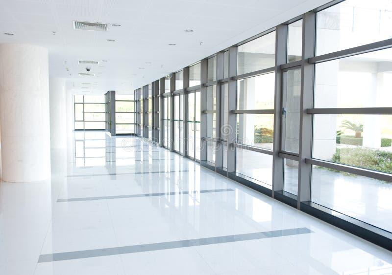 byggnadskorridorkontor fotografering för bildbyråer