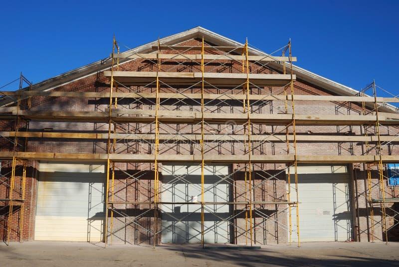 byggnadsmaterial till byggnadsställning arkivbild