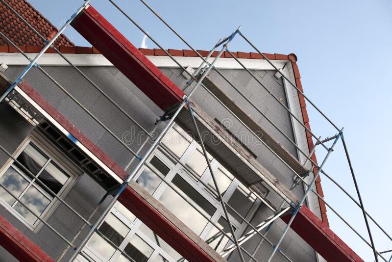 byggnadsmaterial till byggnadsställning royaltyfria bilder