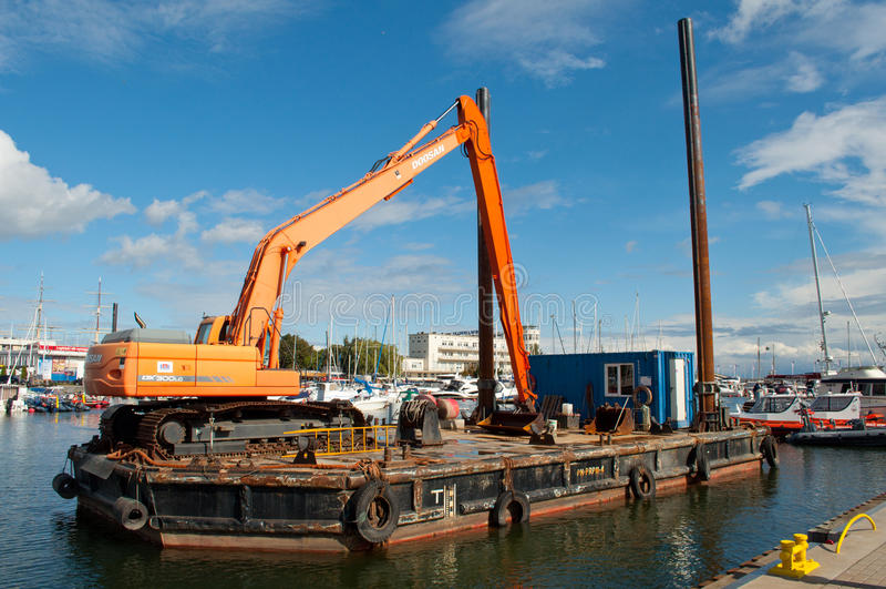 Byggnationer i den Gdynia hamnen royaltyfri fotografi