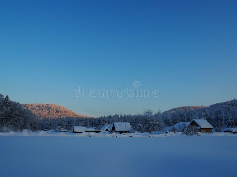 Byn av Sarva under klar himmel fotografering för bildbyråer