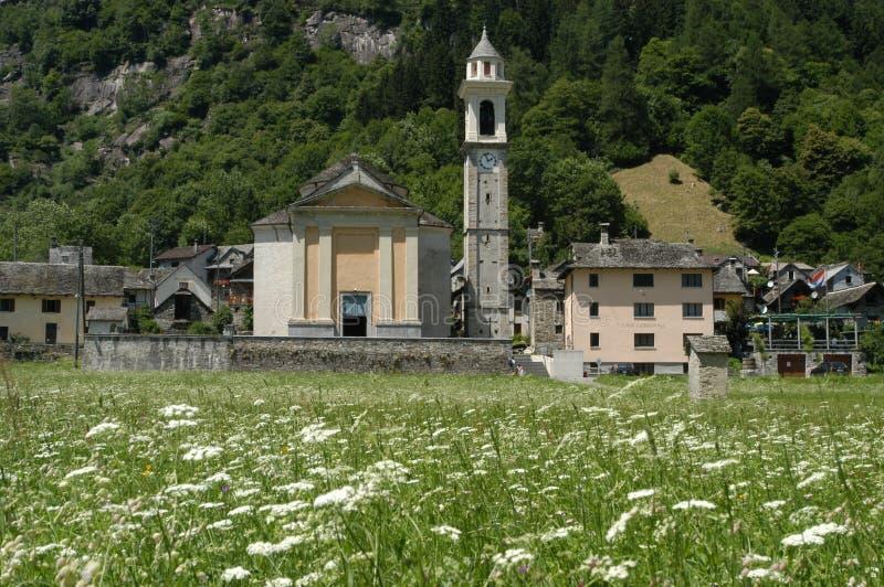 Byn av Sonogno på den Verzasca dalen arkivfoton