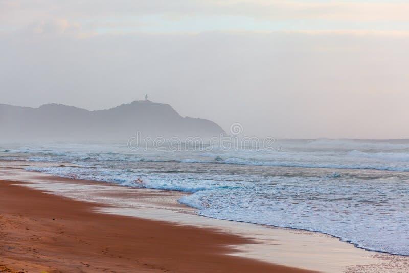 Byron Bay Lighthouse sur une falaise photo libre de droits