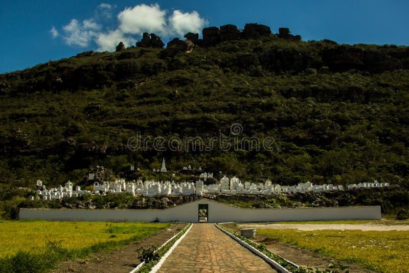 Bysantinsk kyrkogård i staden av Mucugê, Chapada Diamantina arkivfoton