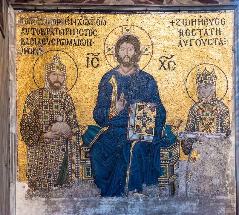 Bysantinsk mosaik av Jesus Christ på biskopsstolen med kejsarinnan Zoe och kejsaren Constantine IX Monomachus i Hagia Sophia Ista fotografering för bildbyråer