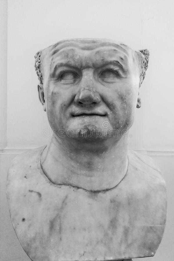 Byst av Roman Emperor Vespasian, i Naples, Italien arkivfoto