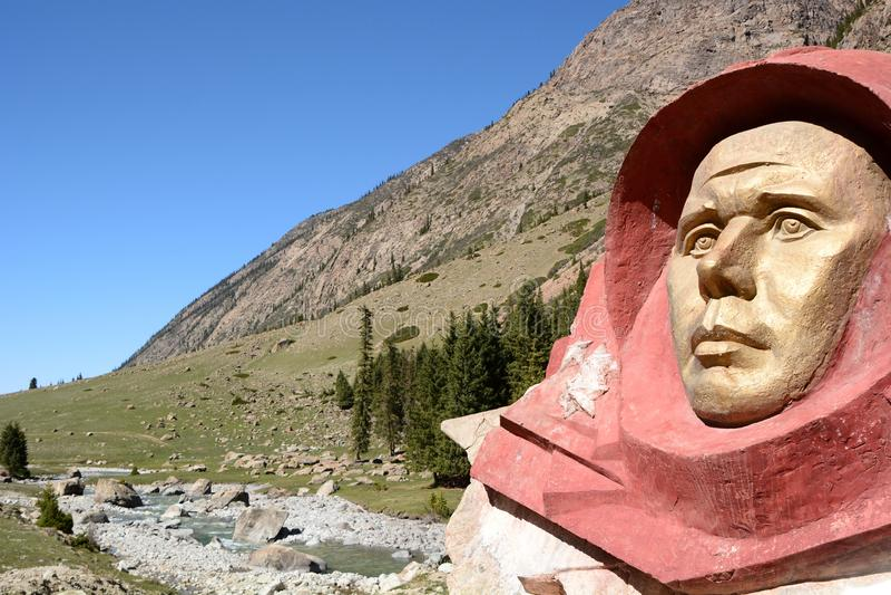 Byst av Yuri Gagarin Barskoon dal Issyk-Kul landskap kyrgyzstan royaltyfri bild