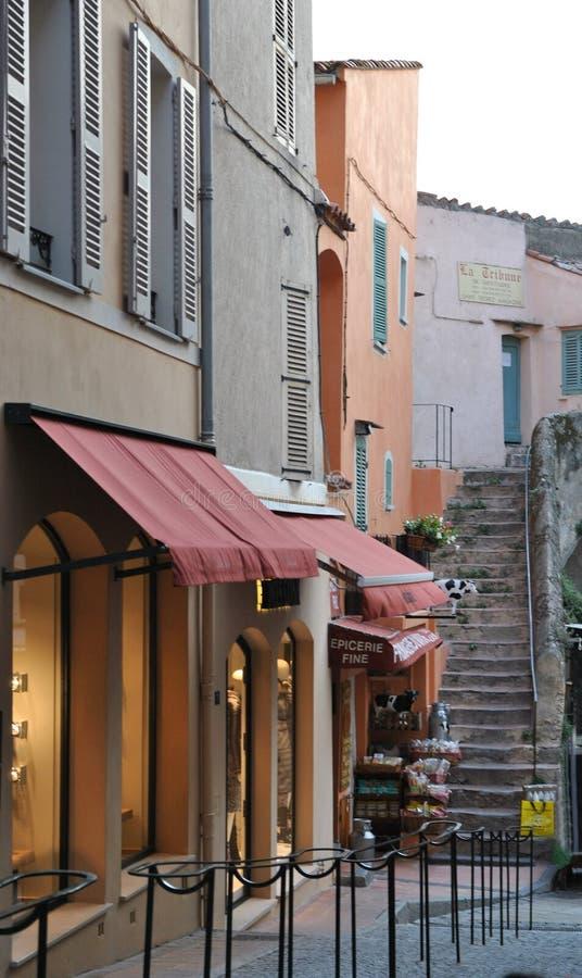 Bystreet da cidade velha em Saint Tropez imagens de stock