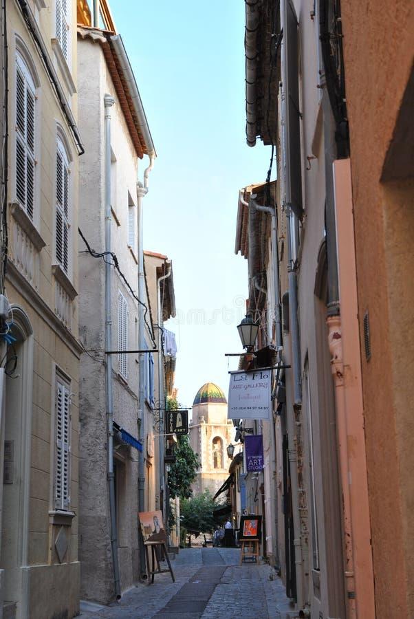 Bystreet da cidade velha em Saint Tropez imagem de stock
