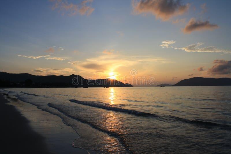 bystry farby na morzach wschód słońca zdjęcie stock