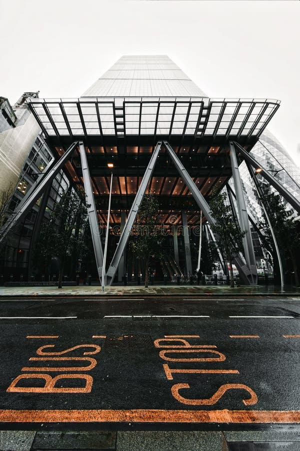 Byststopptecken och den Leadenhall byggnaden, finansiellt område, stad av London royaltyfria foton