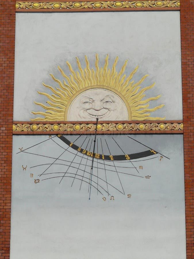 BYTOM-Solaruhr RUDA SLASKA NOWY auf dem Stein an der Niedurny-Stra?e stockfoto