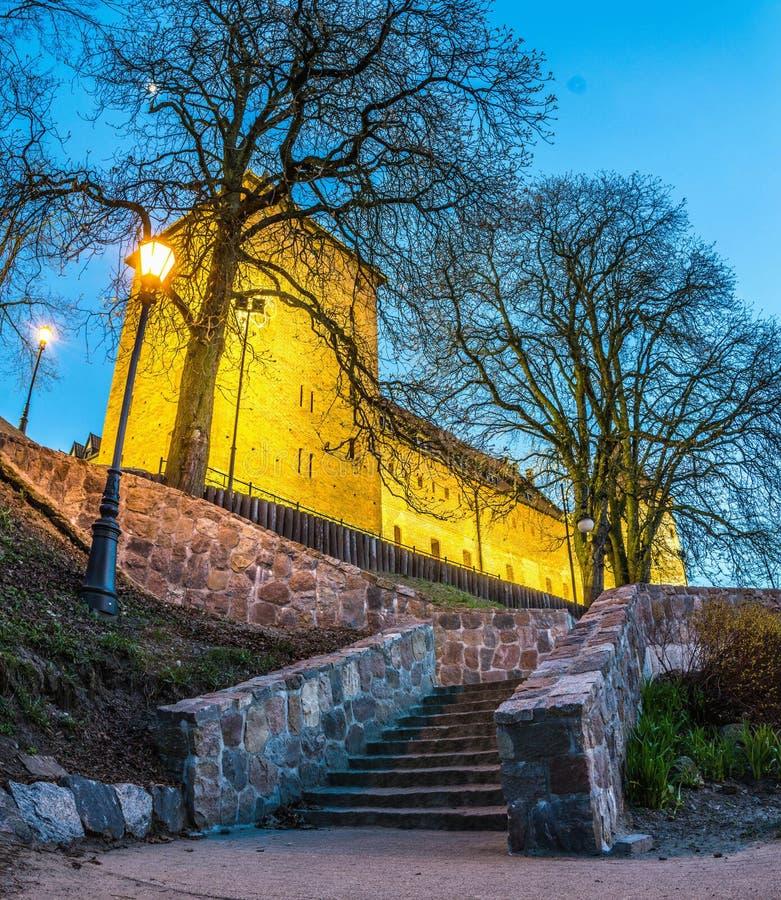BYTOW POLSKA, Kwiecień, - 14, 2019: Gocki teutonic rycerza kasztel przy nocą fotografia royalty free