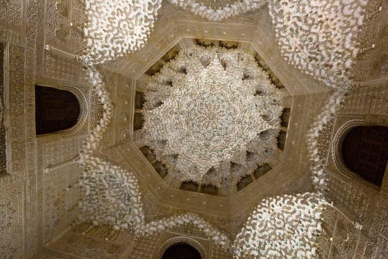 Cámara acorazada de Pasillo de las dos hermanas en Alhambra fotos de archivo libres de regalías
