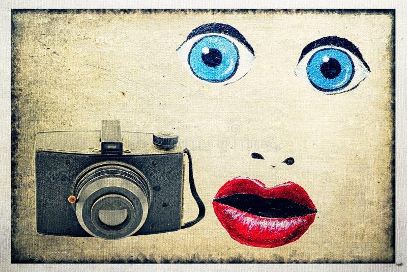 Cámara antigua de la película de 35m m con los ojos, la nariz y los labios pintados fotos de archivo