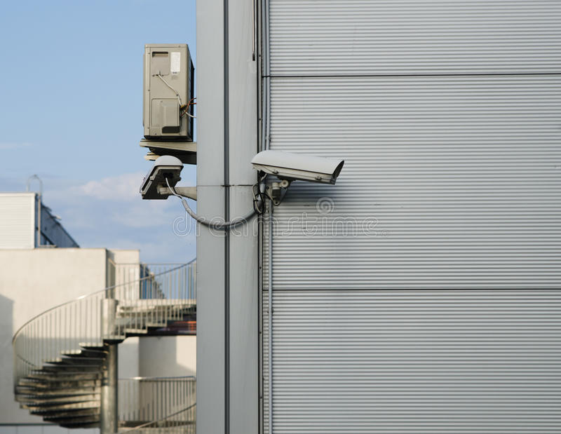 Cámara CCTV en la esquina del edificio foto de archivo