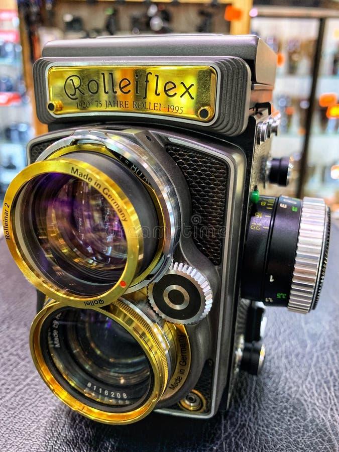 Cámara de la flexión de Rollei, 1920, 75, Jahre Rollel, 1995 de Alemania, vintage, cámaras viejas de la película y lentes colocad imágenes de archivo libres de regalías