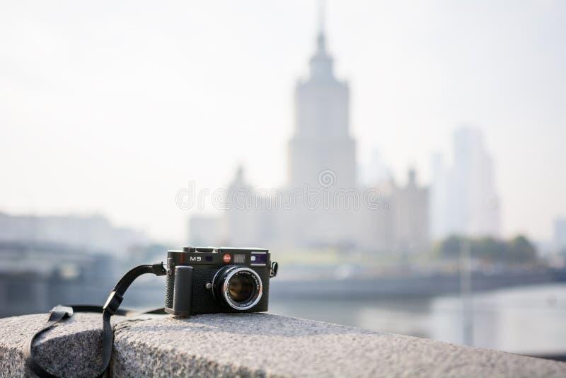 Cámara de Leica M9 con la lente de Carl Zeiss Sonnar imagen de archivo libre de regalías