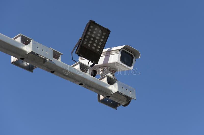 Cámara de vigilancia del tráfico por carretera imagen de archivo libre de regalías