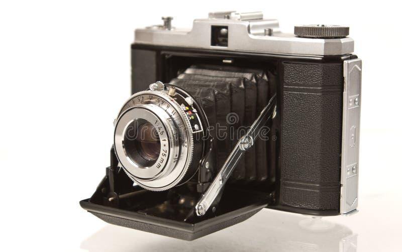 Cámara media plegable antigua del formato fotografía de archivo libre de regalías