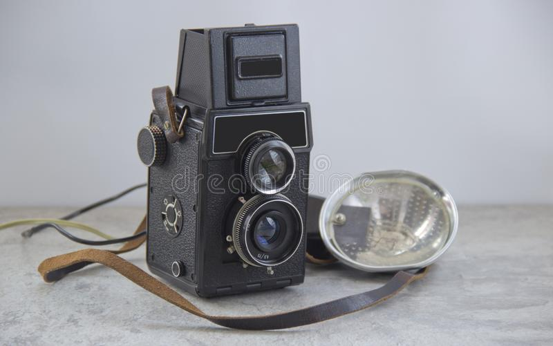 Cámara y flash del vintage fotografía de archivo libre de regalías