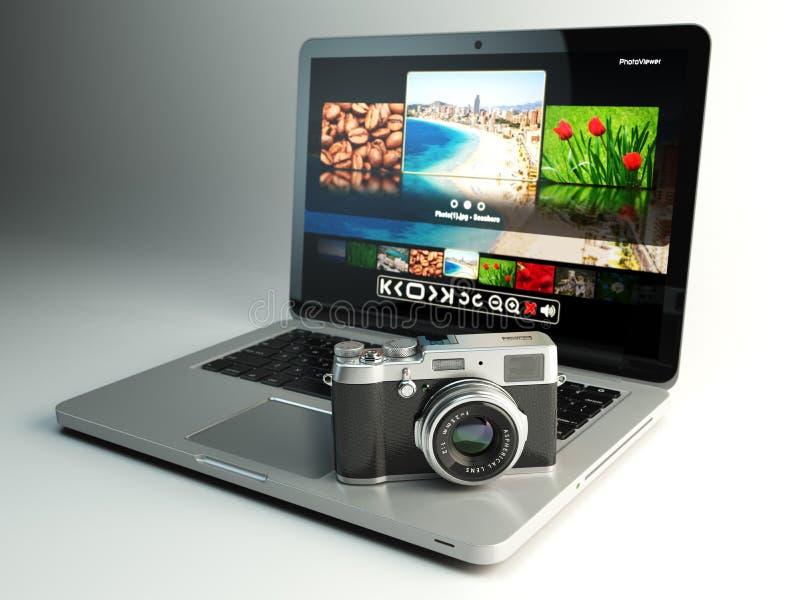 Cámara y ordenador portátil de la foto con el espectador de la imagen en la pantalla Digitaces stock de ilustración