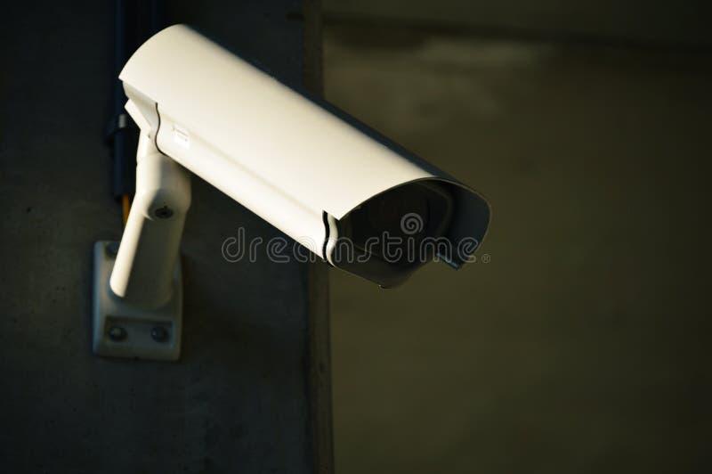 Cámaras de seguridad en área industrial pesadamente guardada fotografía de archivo libre de regalías