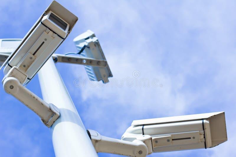 Cámaras de vigilancia del ángulo inferior fotografía de archivo