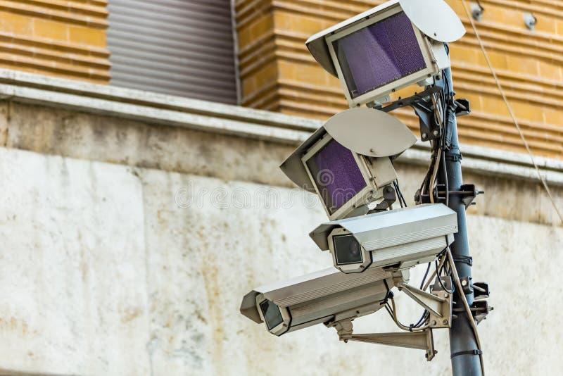 Cámaras del sistema de vigilancia electrónico fotos de archivo
