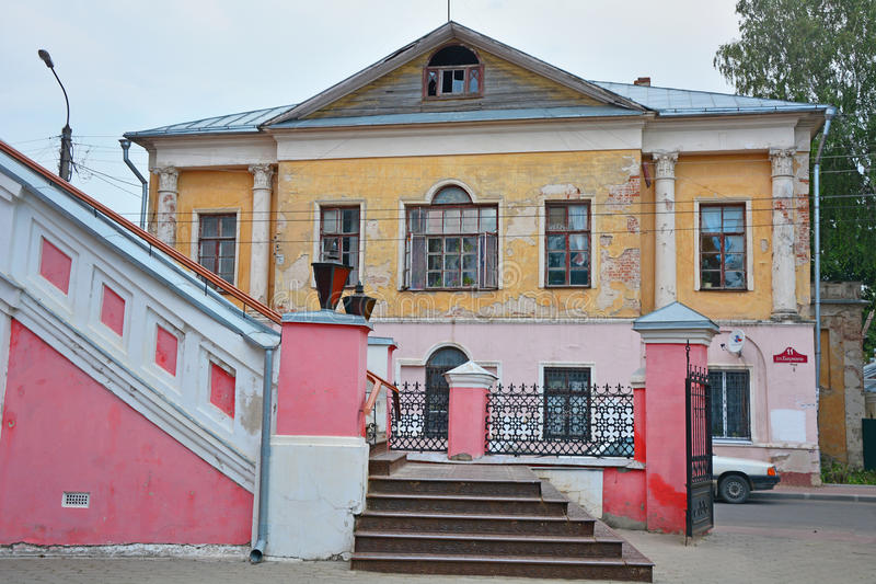 cámaras Mitad-arruinadas de la tendera Faleeva en la ciudad de Kaluga, Rusia imágenes de archivo libres de regalías