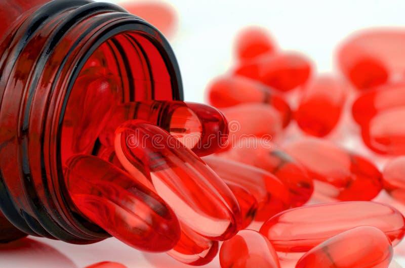 Cápsula de gelatina macia vermelha fotos de stock royalty free
